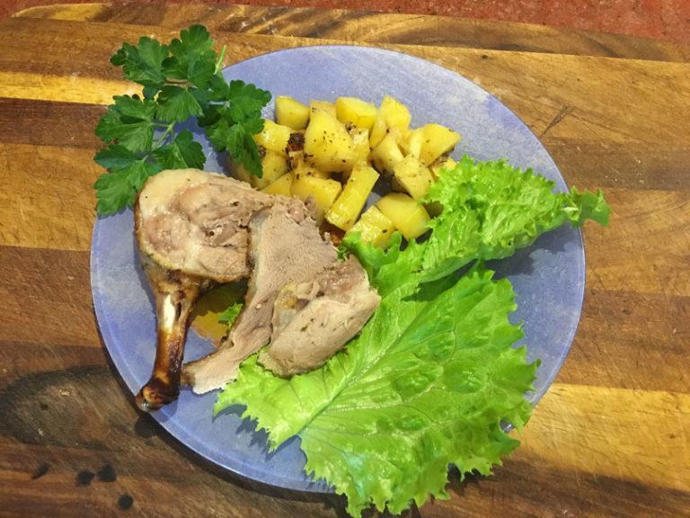 Утка запеченная с картофлем