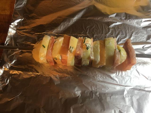 картошка запеченная на мангале.