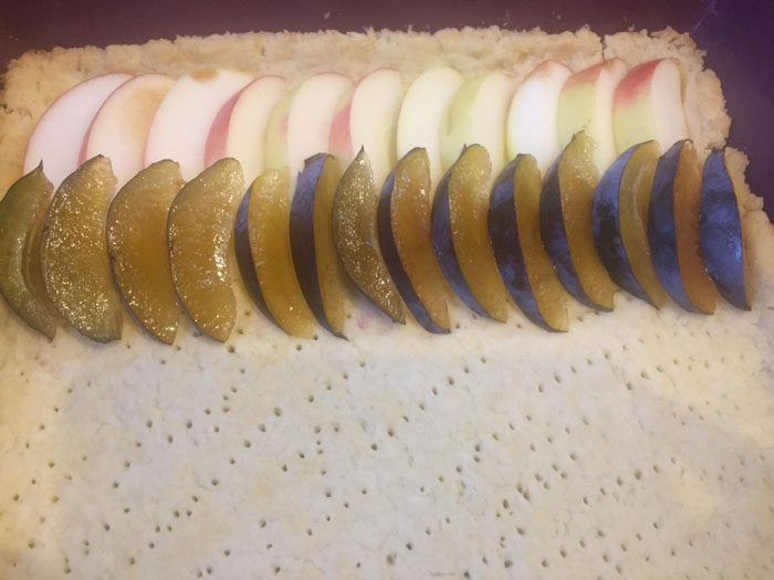 Яблочно-сливовый пирог